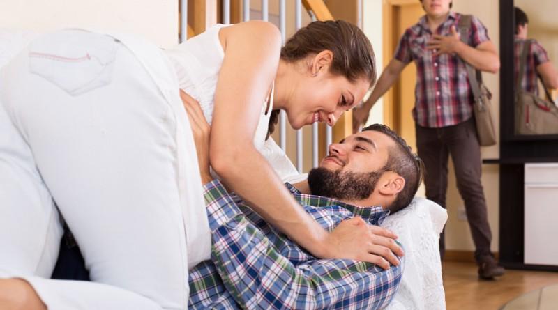 Femme infidèle surprise par son mari