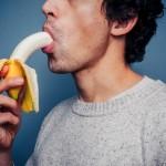 L'autofellation : le plaisir de se sucer